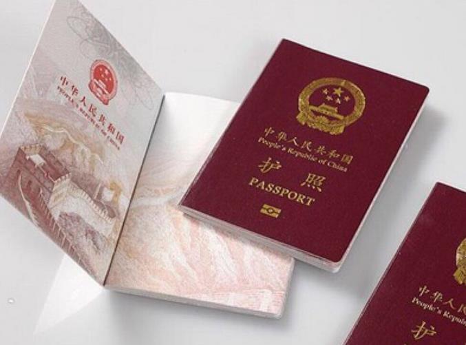 护照到期但美国签证没有到期要怎么做?签证还能用吗?